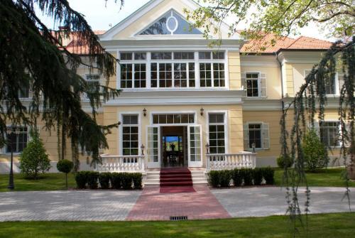 Отель Château Visz