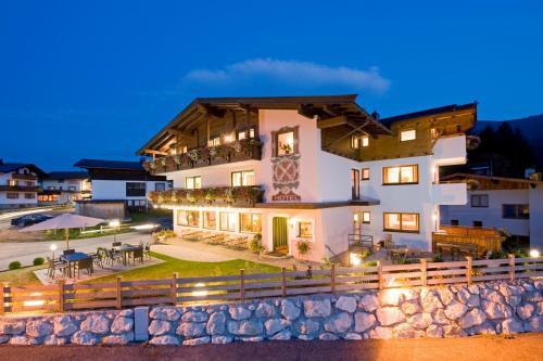 Отель Landhotel Föhrenhof Ellmau 3 звезды Австрия