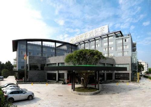 Отель Guilin Baiyue Hotel 4 звезды Китай