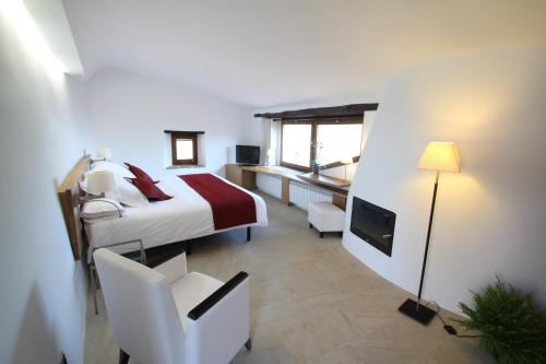 Superior Double Room Hotel Can Cuch 4