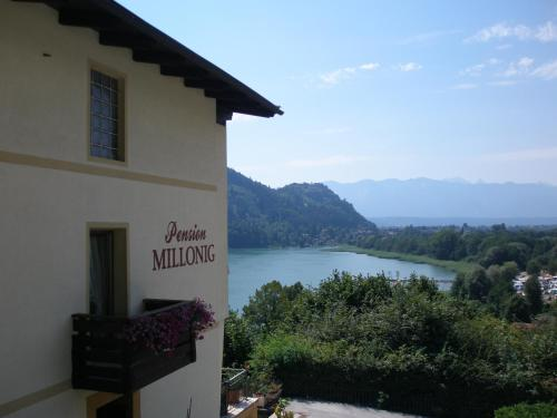 Pension Millonig (Bed and Breakfast)