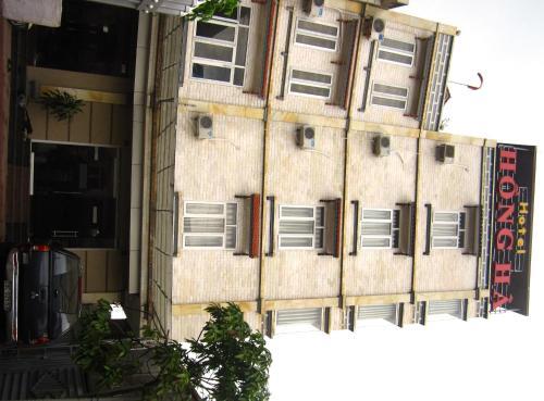Hong Ha Hotel front view