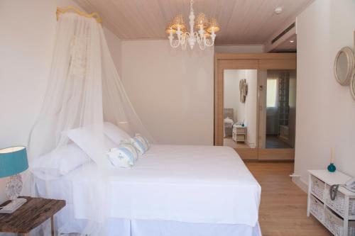 Habitación Doble Deluxe con terraza Es Cel de Begur Hotel 4