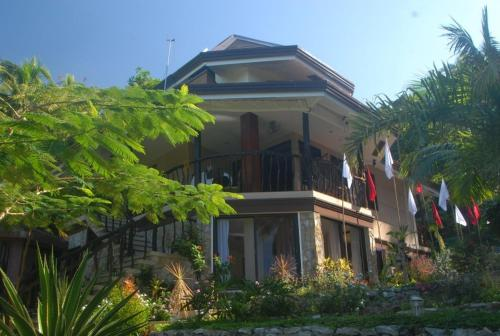 Pineapple Hill Guesthouse And Restaurant