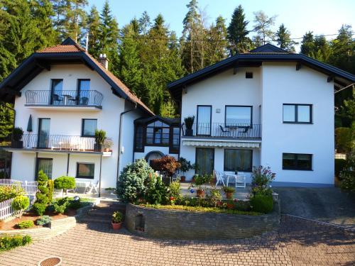 Appartements Kronig - Apartment mit 2 Schlafzimmern mit Balkon