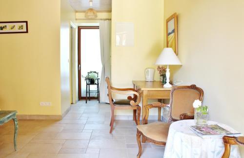 le clos fleuri chambre d 39 h tes 3 rue demeufve 77590 bois le roi adresse horaire. Black Bedroom Furniture Sets. Home Design Ideas