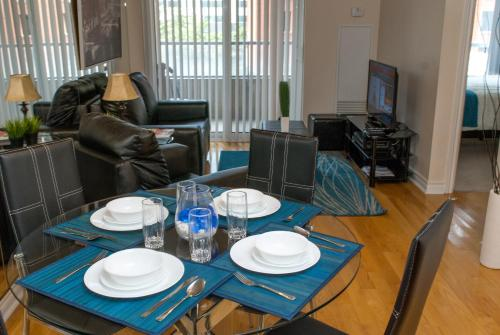 Atlas Suite- Entertainment District Furnished Apartments