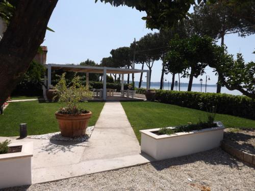 B&B La Terrazza sul Lago a Trevignano Romano - Trabber Hotel