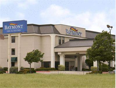 Photo of Baymont Inn & Suites Ft. Worth North Hotel Bed and Breakfast Accommodation in Fort Worth Texas