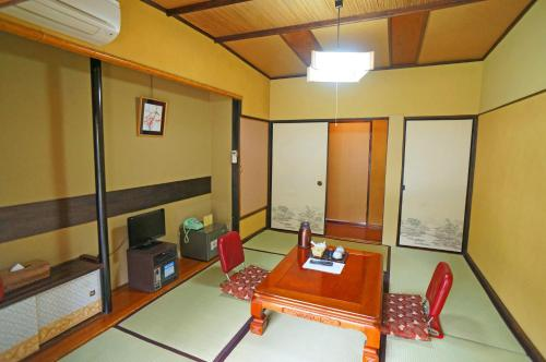 Japanese-Style Economy Room with Shared Bathroom - Pet Friendly
