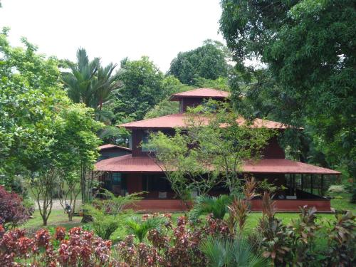 Hotel Veragua River House. front view
