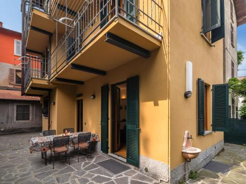 Modern Apartment in Meina Italy near Ski area