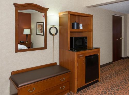 Hampton Inn & Suites Cleveland Beachwood