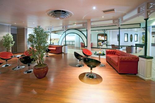 Qualys Hotel Golf Paris Est  Hôtel, 4, Rue de Rome 93110  ~ Heure De Priere Rosny Sous Bois