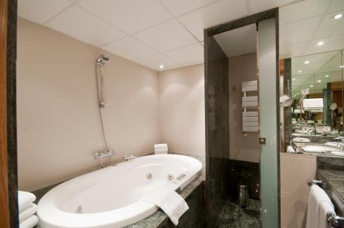Oferta especial - Habitación Junior con paquete de relajación A Casa Canut Hotel Gastronòmic 2