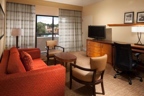 Courtyard By Marriott Tallahassee