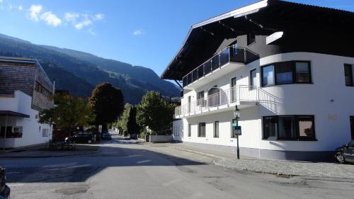 Haus Schraberger - Comfort Apartment mit 2 Schlafzimmern und Terrasse