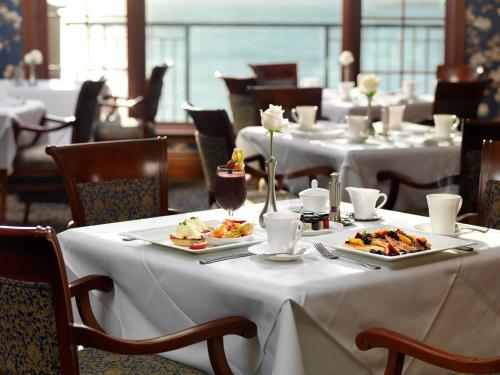 Oak Bay Beach Hotel - 24 of 41