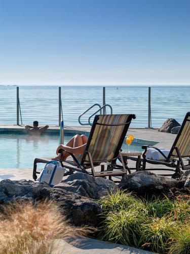 Oak Bay Beach Hotel - 26 of 41