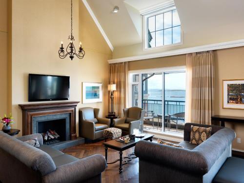 Oak Bay Beach Hotel - 40 of 41