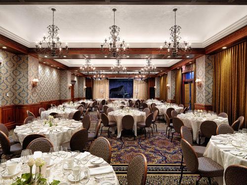 Oak Bay Beach Hotel - 5 of 41