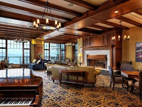 Oak Bay Beach Hotel - 31 of 41