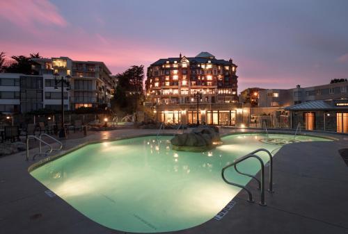 Oak Bay Beach Hotel - 25 of 41