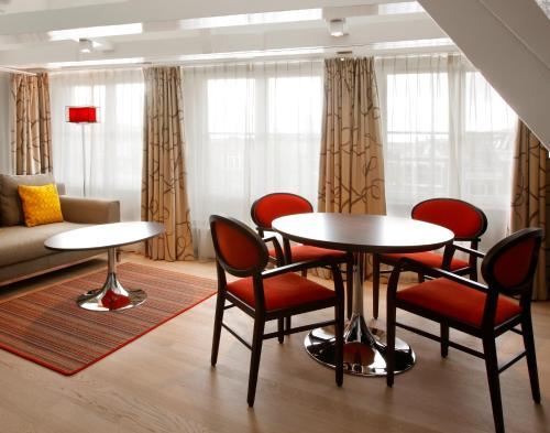 Krasnapolsky Apartments photo 10