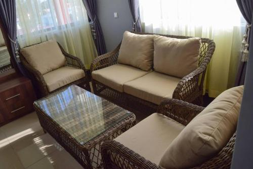 Groovy Oak Pent House Your Home Away From Home Kilifi Theyellowbook Wood Chair Design Ideas Theyellowbookinfo