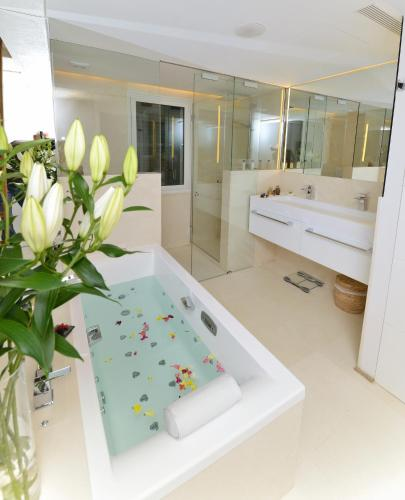 Suite Junior con vistas Boutique Hotel Spa Calma Blanca 4