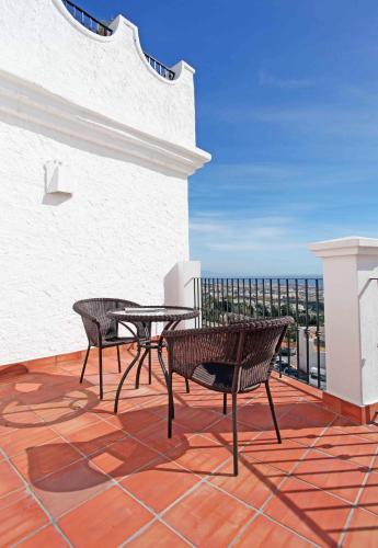 Double or Twin Room with Private Terrace and Sea View Hotel La Fonda 7