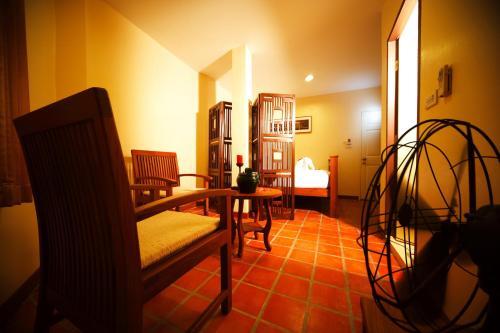 Отель Siamese Views Lodge, Бангкок
