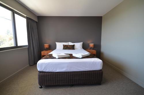 Gladstone Reef Hotel/Motel