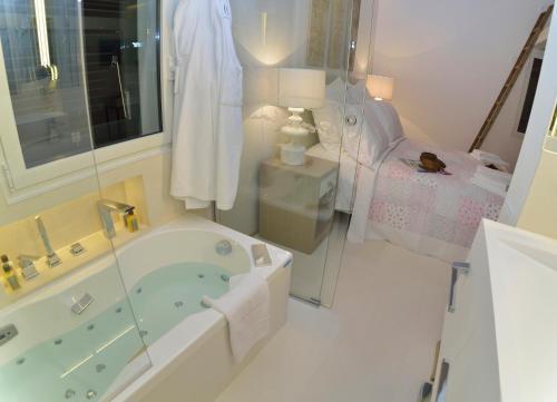 Suite Exclusiva con bañera de hidromasaje  Boutique Hotel Spa Calma Blanca 1