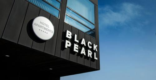 Отель Black Pearl Apartment Hotel