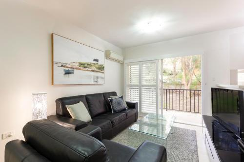 Cremorne Self-Contained Modern Two-Bedroom Apartment (4 RAN)