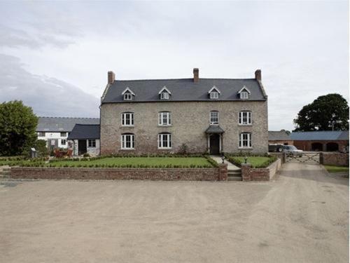 Rhandregynwen Hall