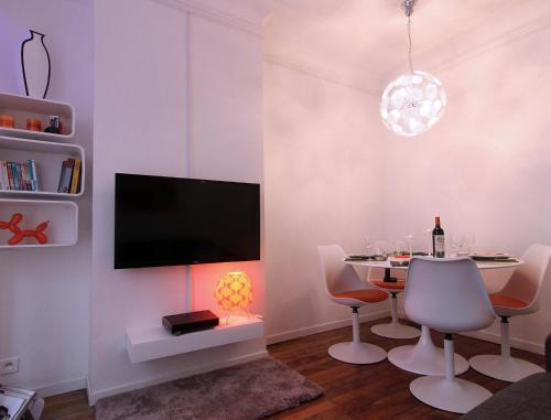 Champs-Elysées Design Apartment