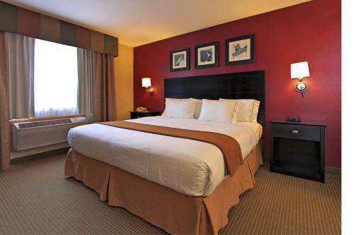 Holiday Inn Express Hotel And Suites Defiance