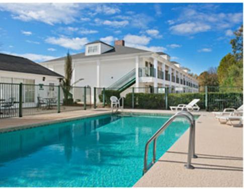 Baymont By Wyndham Grenada Hotel