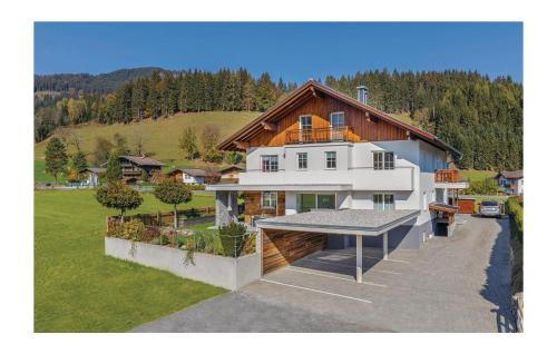 Three-Bedroom Apartment in Flachau