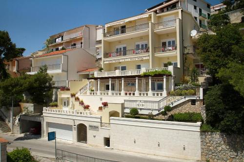 Villa King Apartments
