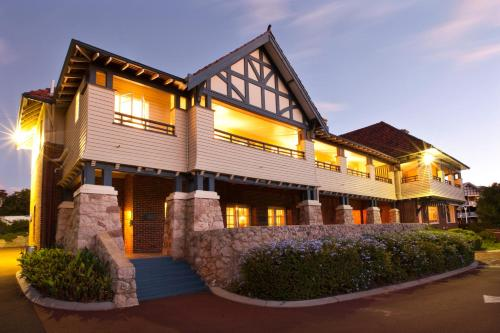 Picture of Caves House Hotel