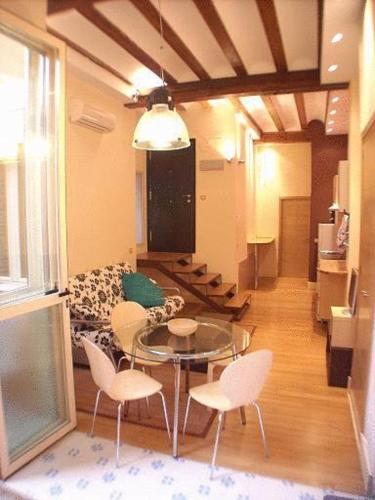 Apartamentos el Pilar, hotel en Valencia