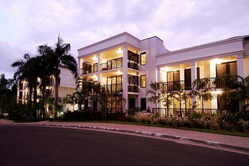 Elysium Apartments Palm Cove