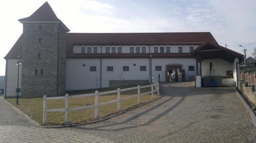 Hotelový a jezdecký areál Dvůr Krutěnice