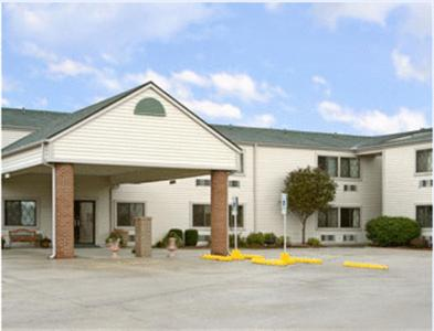 Photo of Baymont Inn & Suites Decatur Hotel Bed and Breakfast Accommodation in Decatur Illinois