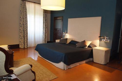 Deluxe Family Room (2 Adults + 1 Child) RVHotels Hotel Palau Lo Mirador 3