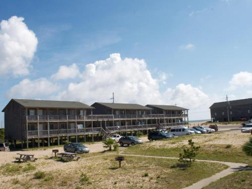 Cape hatteras motel in buxton nc outdoor pool non - Hotels in buxton with swimming pool ...