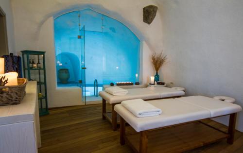hotel information - Cave Hotel Santorini